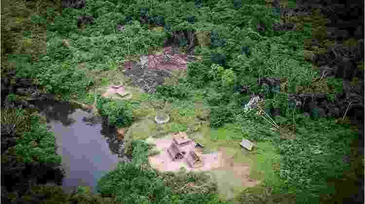 Aldeia na Amazônia - OSCAR NOYA - OSCAR NOYA
