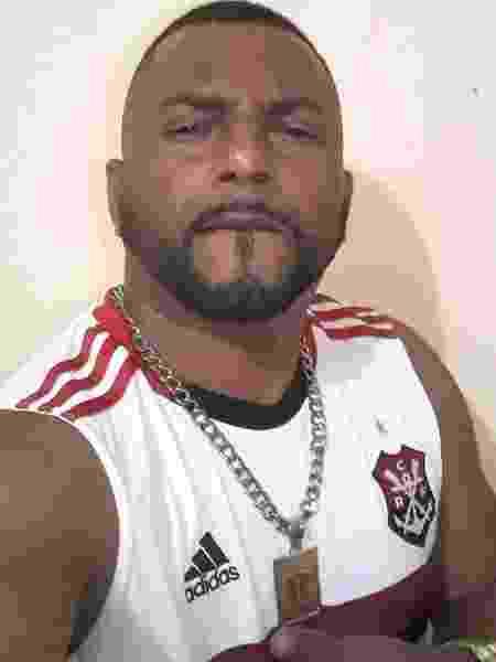 MC Raposão posa vestindo camisa do Flamengo - Reprodução/Instagram - Reprodução/Instagram