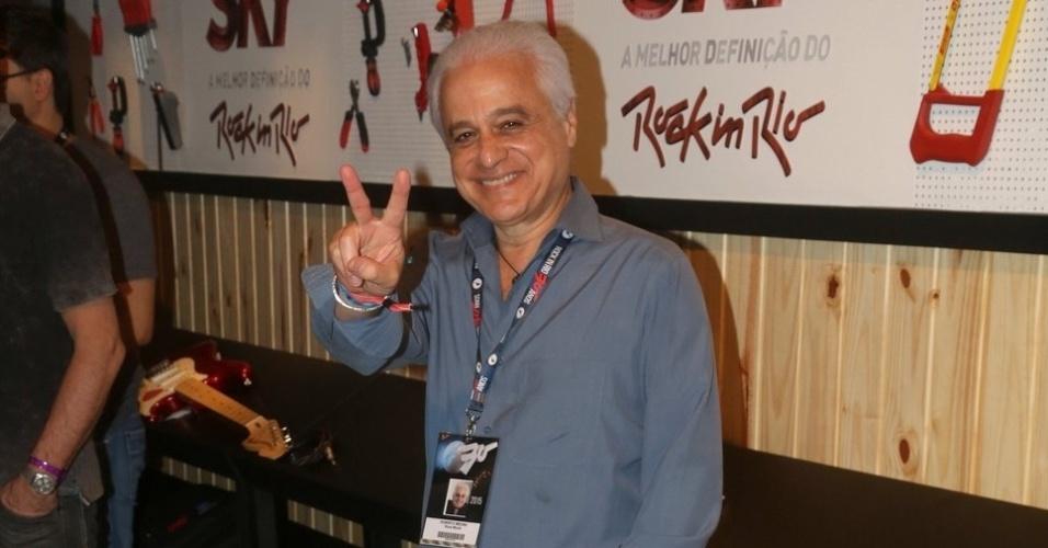 19.set.2015 - Roberto Medina, que disse parecer o Mickey Mouse, por onde passa tem gente o parando para tirar foto