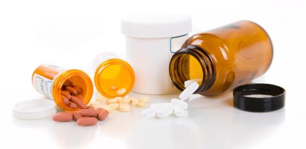 Os medicamentos devem ser guardados em espaços secos e arejados - Getty Images