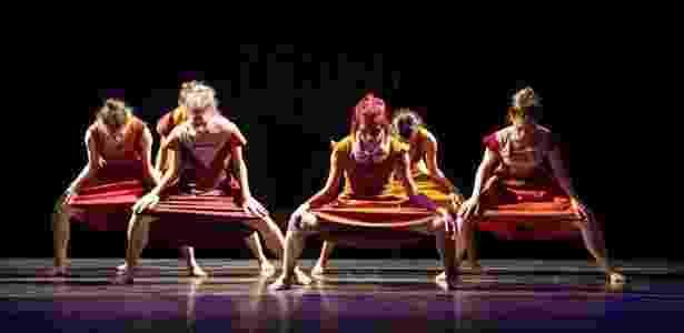 """""""Sra. Margareth"""" é uma adaptação do coreógrafo Barak Marshall para a Cisne Negro Cia. de Dança - Divulgação"""