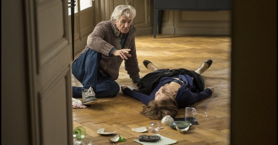 "O diretor holandês Paul Verhoeven dirige a atriz francesa Isabelle Huppert no filme ""Elle"" (2016)"