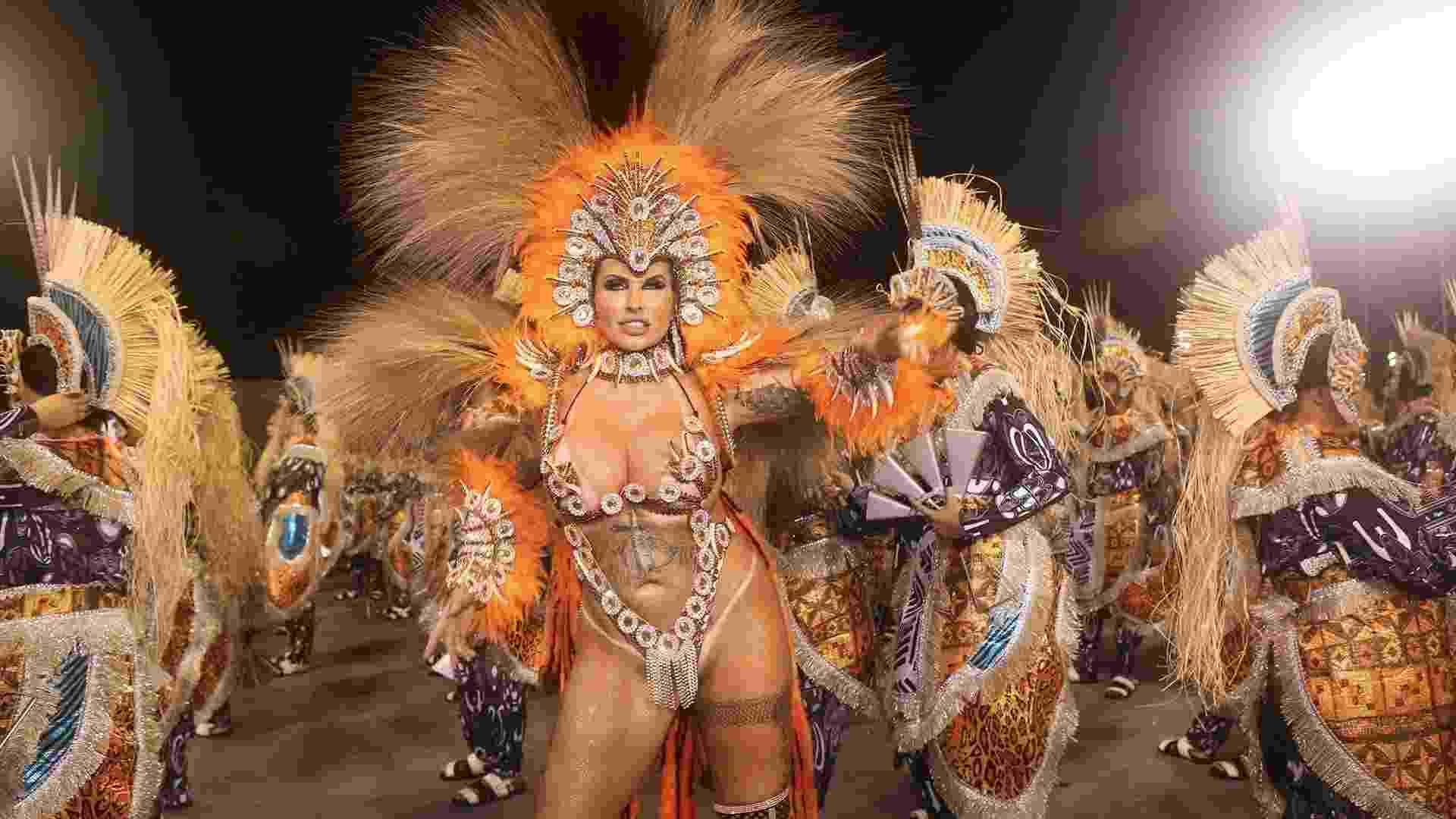 24.fev.2017 - Sabrina Boing Boing, diva da bateria da Acadêmicos do Tatuapé. A modelo volta ao Anhembi após dois anos e diz que ficará nua se a escola ganhar o Carnaval 2017 - Iwi Onodera/UOL