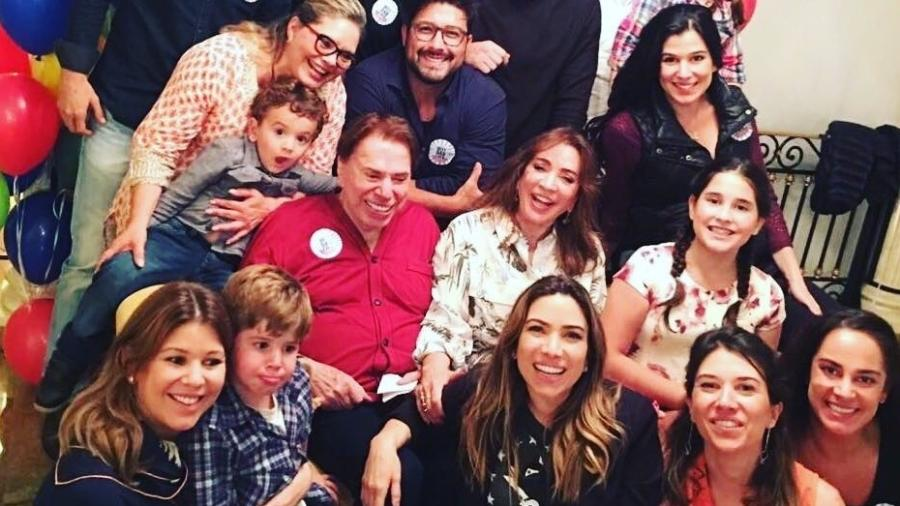 Silvio Santos rodeado pela família - Reprodução/Instagram