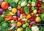 Como você lava frutas e verduras? Jeito certo livra comida de 250 bactérias (Foto: iStock)