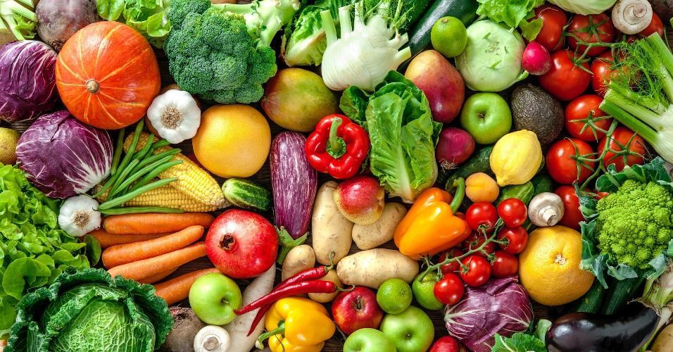 Não é só água... | Como você lava frutas e verduras? Jeito certo remove 250 bactérias
