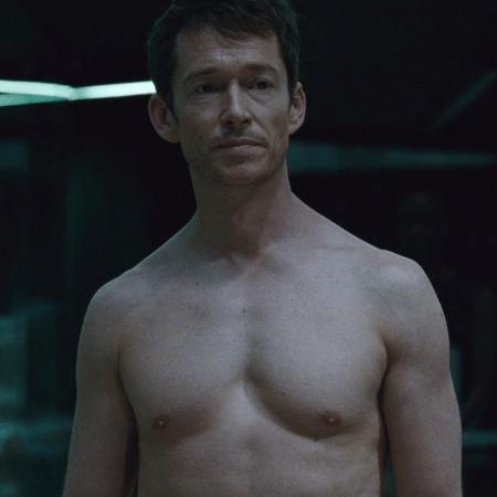 """Lee (Simon Quarterman) fica totalmente nu em cena da segunda temporada de """"Westworld"""" - Reprodução"""