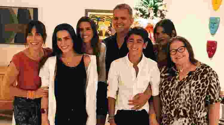 Ana Morais com a família, Gloria Pires, Cleo Pires, Antonia Morais e Orlando Morais no Natal de 2017 - Reprodução/Instagram - Reprodução/Instagram