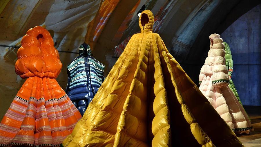Coleção de vestidos inspirados em jaquetas puffer da Moncler - Reuters