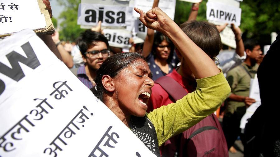 Mulher protesta contra o estupro de uma menina de oito anos na Índia, em abril de 2018 - Reuters