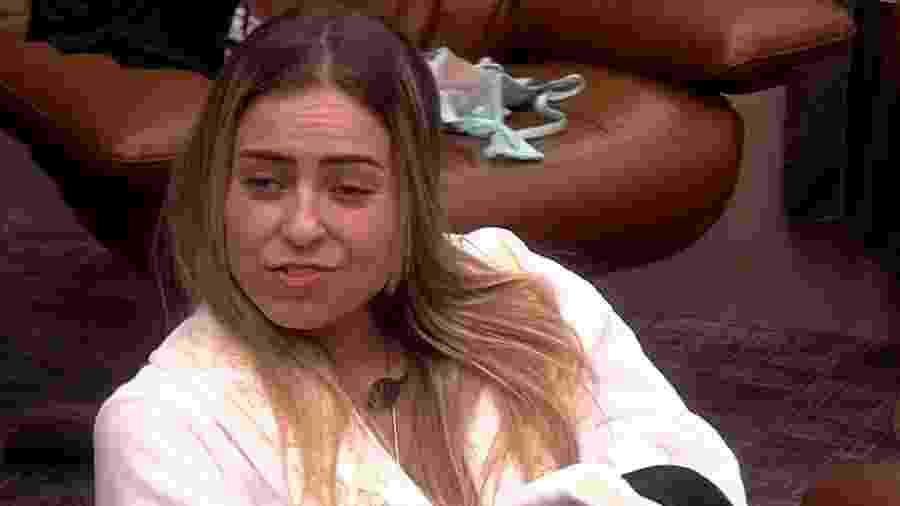 Paula conversa com Hariany no quarto do líder - Reprodução/GloboPlay