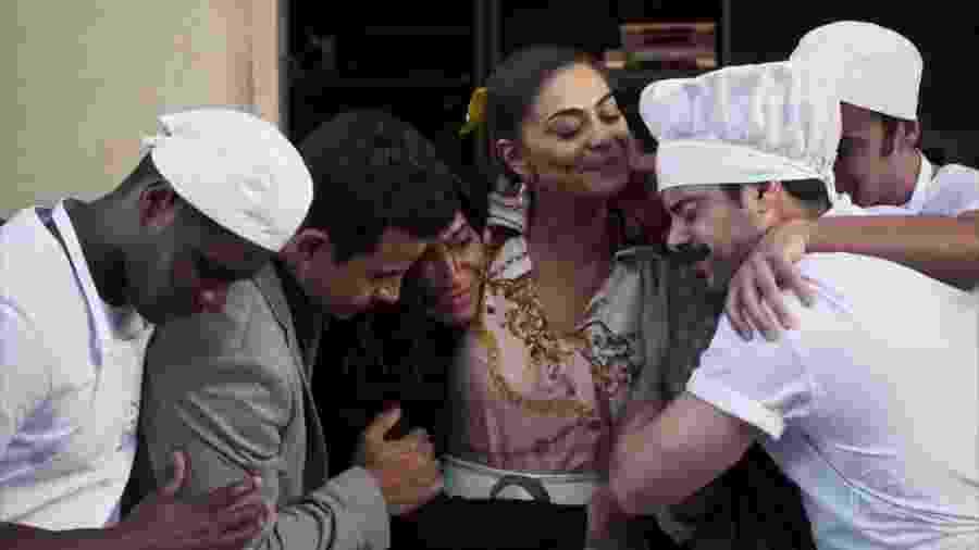 A Dona do Pedaço: Maria da Paz deixa fábrica, chora e emociona internautas - reprodução/TV Globo