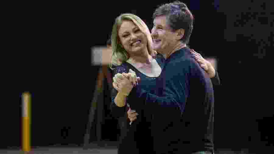 """Ellen Roche e Antonio Calloni em aulas de dança para """"Éramos Seis"""" - Raquel Cunha/TV Globo"""