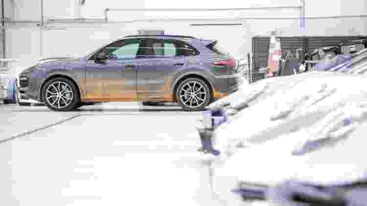 Um Porsche todo sujo assim? Só podia ser um modelo incomum como o Cayenne mesmo - Marcos Camargo/UOL