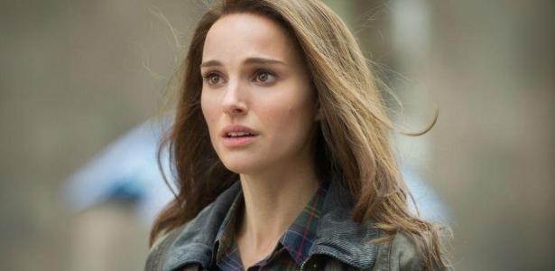 'Thor: Amor e Trovão' | Natalie Portman 'voa' em fotos das gravações do filme da Marvel