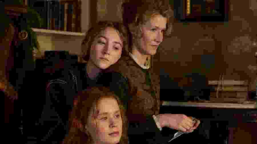 Saoirse Ronan, Laura Dern, Eliza Scanlen, Florence Pugh e Emma Watson em cena de Adoráveis Mulheres - Divulgação