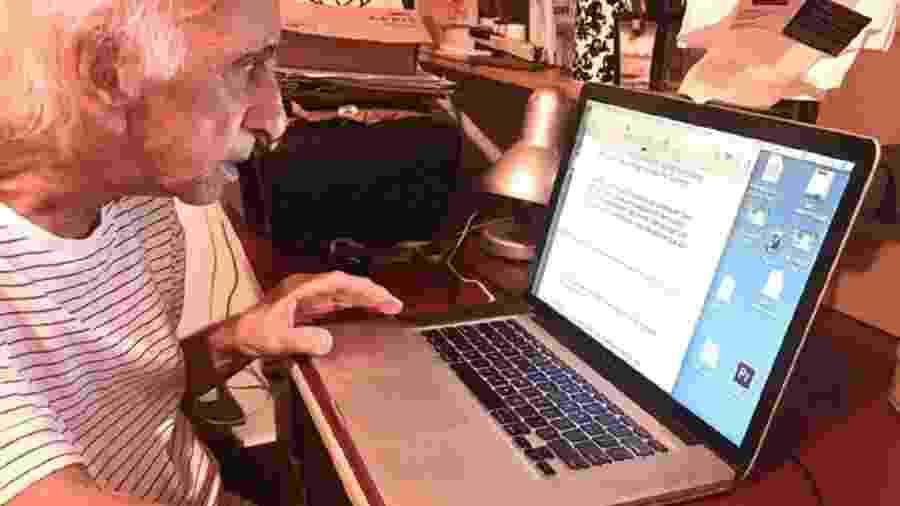 Flavio Migliaccio trabalhando durante a quarentena em sua última foto - Reprodução/Marcelo Miglaccio/Patrícia Kogut
