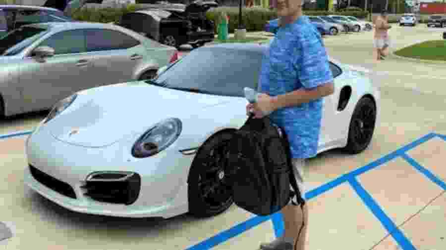 Homem é preso por comprar Porsche com cheque falso - Reprodução