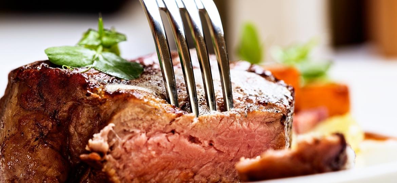 Carne macia não precisa ser cara, nem requer o uso de amaciante. Saiba como conquistar a peça perfeita - Getty Images