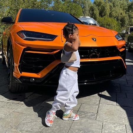Filha de Kylie Jenner chama a atenção com bolsa grifada - Reprodução/Instagram