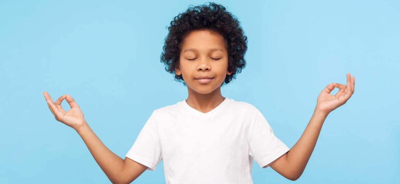 menino meditando - Khosrork/Getty Images/iStockphoto