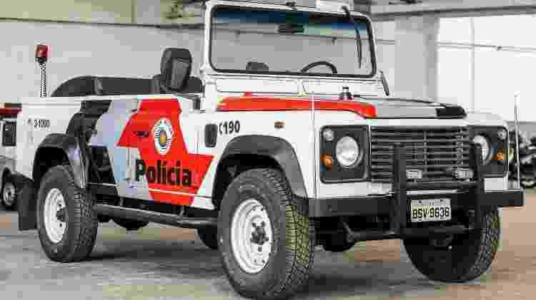 Picape do Land Rover Defender modelo 2000 é um dos veículos mais incomuns do acervo da PM-SP - Marcos Camargo/UOL - Marcos Camargo/UOL