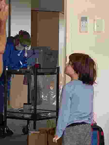 Visita da enfermeira ao quarto de hotel na Austrália - Arquivo pessoal - Arquivo pessoal