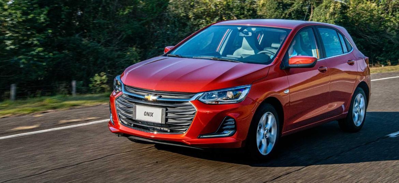 Para especialistas, modelos como o Onix pouco a pouco vão sumir do mercado para dar lugar a SUVs menores do que os atuais utilitários esportivos compactos - Divulgação