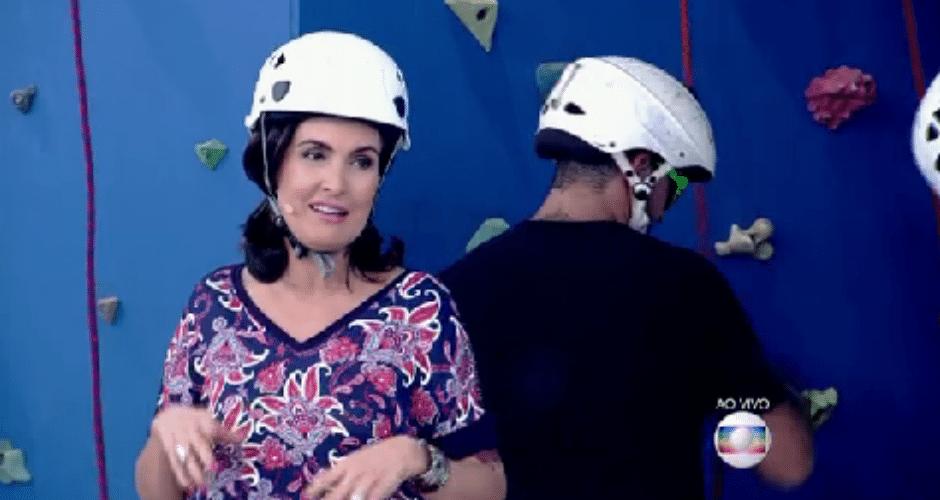 19.ago.2015 - Fátima Bernardes exibe nova tatuagem