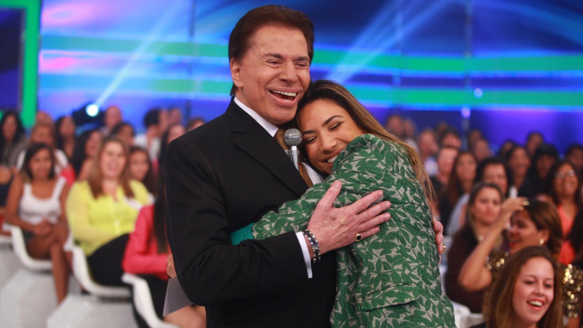 2014 - Silvio Santos abraça Patricia Abravanel, sua