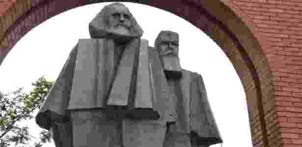 Marx e Engels também marcam presença no parque Memento - Marcel Vincenti/UOL - Marcel Vincenti/UOL