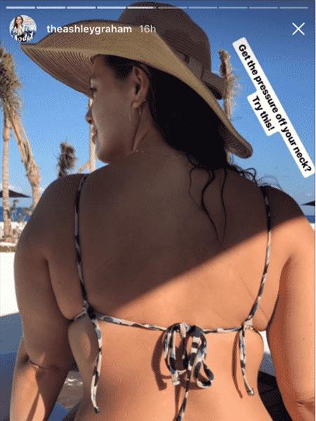 Ashley Graham mostra seu truque para usar biquíni cortininha - Reprodução/Instagram