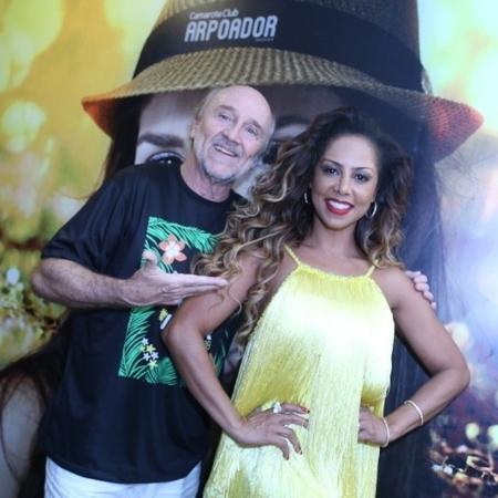 Hans Donner com a mulher, Valéria Valenssa, em camarote no Carnaval do Rio  - Anderson Borde/Divulgação