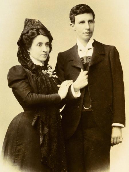 Marcela Gracia Ibeas e Elisa Sánchez Loriga, em foto de casamento - José Sellier/BBC