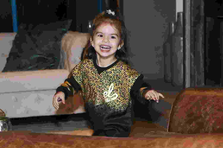 Valentina, filha de Ceará e Mirella, se diverte na festa de aniversário da mãe, que aconteceu na casa da família em São Paulo - Manuela Scarpa/Brazil News