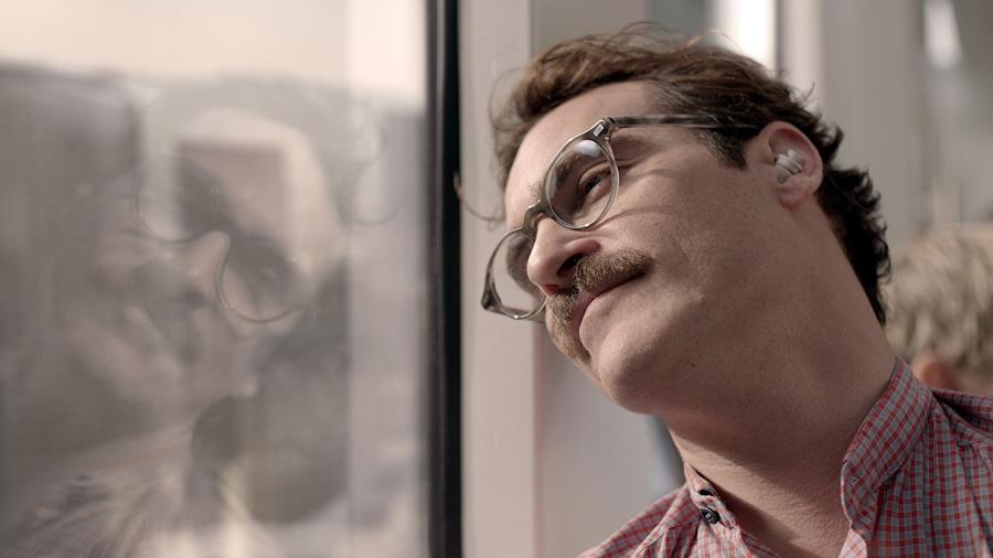"""Joaquin Phoenix em cena no filme """"Ela"""" - Divulgação"""