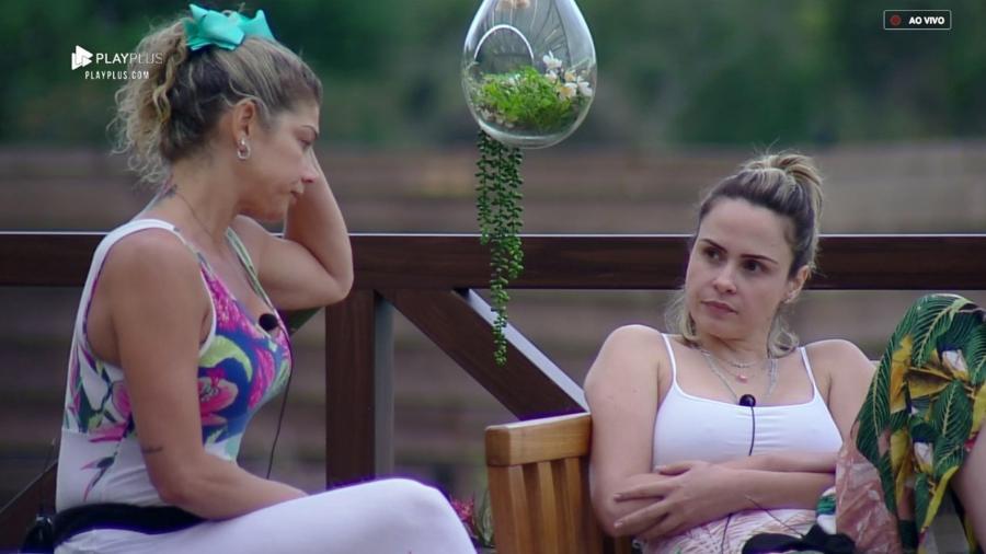 """Catia Paganote e Ana Paula Renault conversam em """"A Fazenda 10"""" - Reprodução/PlayPlus"""