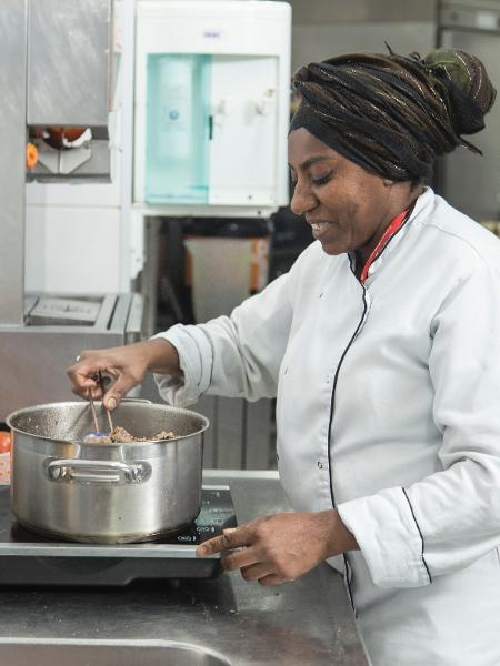 Mônica Lemos é cozinheira no Trampolim Start Up Café - Divulgação
