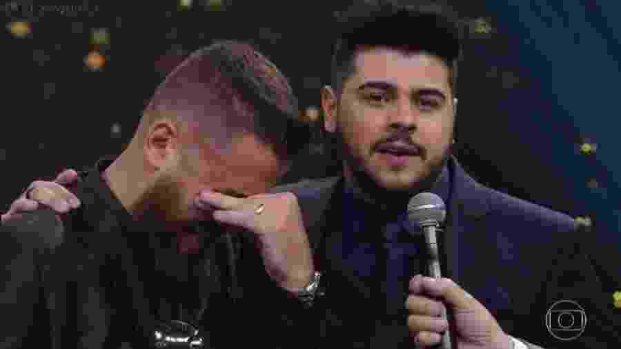 O sertanejo Zé Neto chora ao receber prêmio no Melhores do Ano  - Reprodução/TV Globo