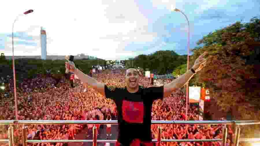 Bloco Vem Neném, comandado pelo cantor Xanddy, do Harmonia do Samba, no Anhembi, em São Paulo - Junior Lago/UOL