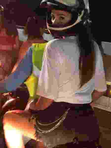 Bruna Marquezine deixa circuito do Carnaval em Salvador de mototáxi - Reprodução / Instagram