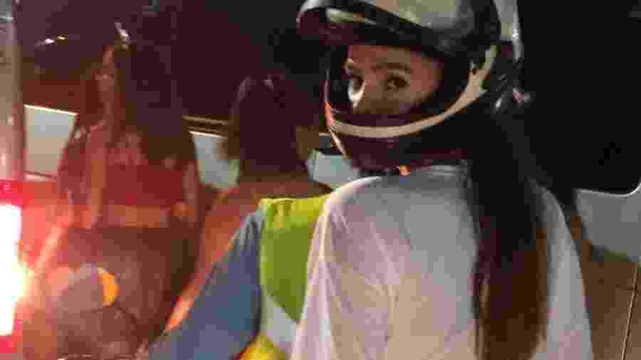 Bruna Marquezine deixou o circuito do Carnaval em Salvador de mototáxi, em 2019 - Reprodução / Instagram