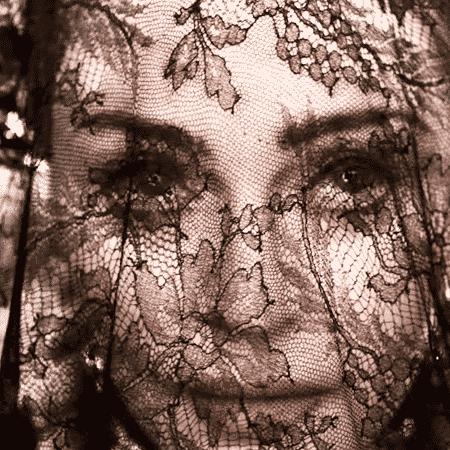 """Madonna em """"Dark Ballet"""" - Reprodução/YouTube"""