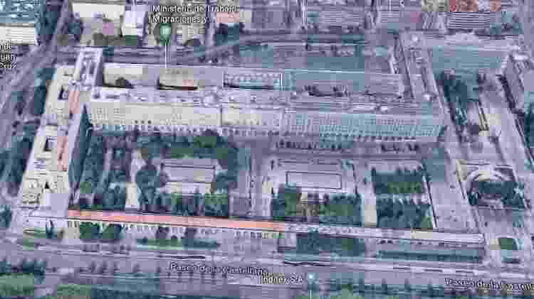 Visão aérea dos Novos Ministérios, em Madri, prédios que representam o Banco da Espanha na parte 3 de La Casa de Papel - Reprodução/Google Street View