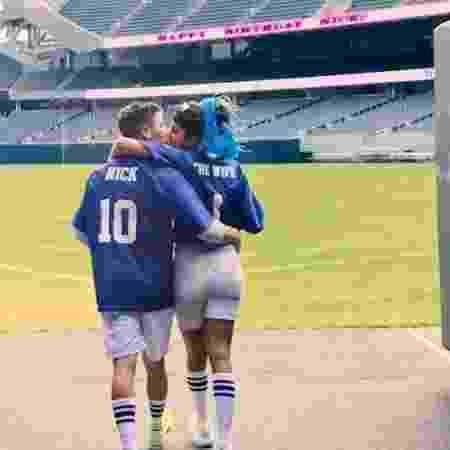 Nick Jonas comemora 27 anos ao lado da mulher, Priyanka Chopra, no estádio Soldier Field, em Chicago (EUA) - Reprodução/Instagram/priyankachopra