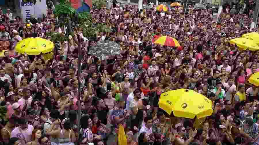 Foliões no bloco Sonzeira, na avenida Engenheiro Luís Carlos Berrini, em São Paulo - André Porto/UOL