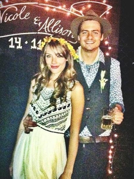 Allison Lima, filho do cantor Chitãozinho, se casou com a modelo Nicole Wolfensberger em 2013 com presença de Sandy e Junior na festa - Reprodução/Instagram