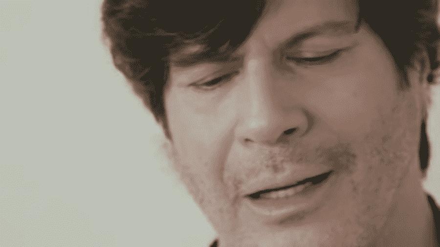 O cantor Paulo Ricardo em clipe caseiro - Reprodução/YouTube