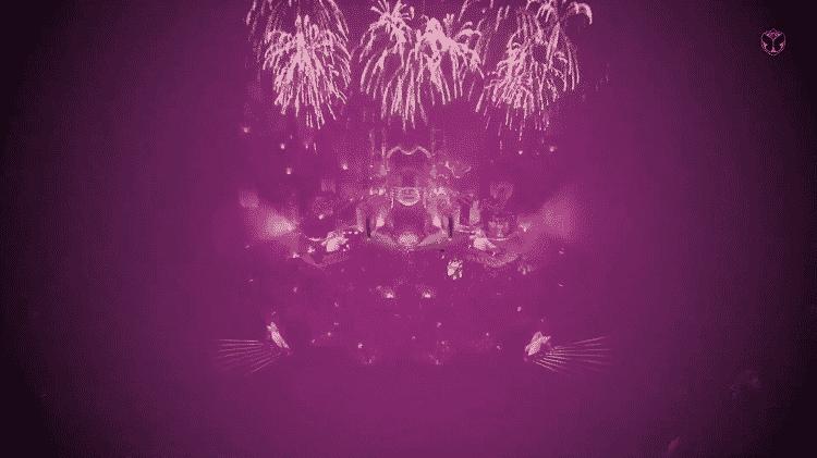 Fogos de artifício iluminam o palco de Katy Perry no Tomorrowland - Reprodução - Reprodução