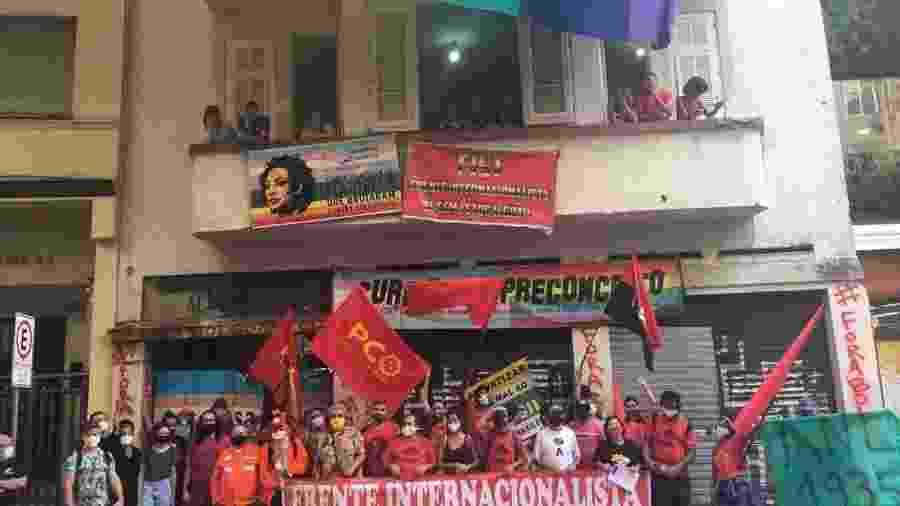 Manifestantes protestam contra ordem de reintegração de posse em frente à Casa Nem, em Copacabana - Ceds/Divulgação